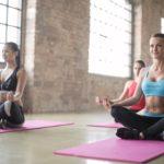 Najlepsze akcesoria do jogi – pomóż swoim mięśniom